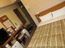 ◎セミダブルルーム◎11.8平米でベットが1台(140cm幅)全室空気清浄器完備。