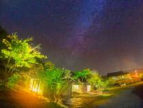 澄んだ空気に煌めく星空たち、此処だけの記憶に残る旅を彩ります【自然のコントラスト】