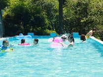 温泉と天然水を混合した温水プール。営業期間5月~9月末迄