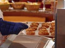 店内に広がる焼き立てパンの香りが食欲をそそります。