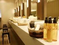 女性風呂にはクレンジングオイル・化粧水・乳液をご用意しております。