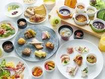 1日のはじまりhacheの朝食を。バランスの良い洋食メニューと和食、北海道らしいローカルフードも揃います。