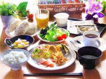 朝はやっぱりちゃんとごはん!朝食バイキング無料サービスでご案内しております!