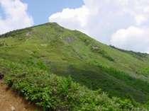 当館は日本200名山岩菅山の玄関口