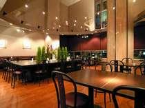 カフェレストラン ベル・ポム 落ち着きのある店内で、ご飲食をお楽しみくださいませ。
