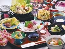 人気の郷土御膳をお召し上がり、ゆったりとお寛ぎくださいませ。『季節・日により、内容が異なります。』
