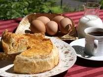 朝食で人気のチーズと野菜のキッシュ♪(南瓜のグラタンに変更になる事もございます)