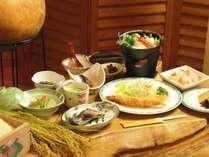 自家農園の米・高原野菜をたっぷり使った料理を堪能♪