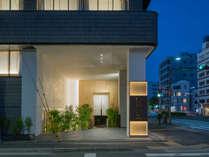 京都駅から徒歩12分の東本願寺北隣。エントランスは烏丸花屋町の交差点になりました。