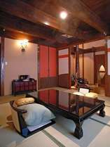 【離れ/蔵間】2階建・スィートルーム。露天風呂付の和洋室です。