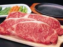 ご夕食は黒毛和牛A4~5ランクステーキのコース料理。ボリューム重視、お肉好きの方はぜひ。