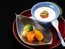 *【夕食一例】個室のお食事処にて、ゆっくりと会話をお楽しみいただきながらお召し上がりください。