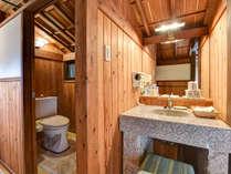 *【離れ/庵間】トイレ・洗面台・半露天風呂がついております。