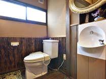*【離れ/地間】トイレ・洗面台・半露天風呂がついております。