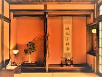 ☆【本館/天間】踏み込み+10帖の和室です。広々としたお部屋や和ダンス