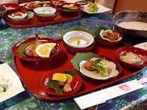 ☆朝食 一例朱の皿でお出しいたします。朝食はAM8:00です。
