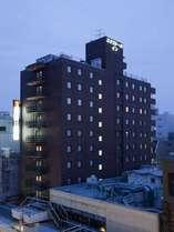 【外観(夜)】安心安全免震ホテル