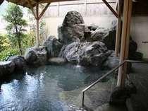 吉野川を渡る風が心地良い露天風呂