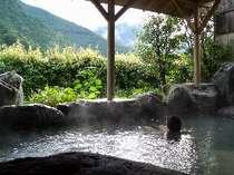 露天風呂から眺める雄大な山々