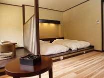 モダンな和洋室。無垢の白木の床。思わず素足になりたくなる