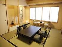 ゆったり寛げる和室。部屋からの眺めも抜群です!
