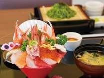 【夏休み前限定プラン!】名物!みくに海鮮丼×源泉かけ流し貸切風呂のカジュアルプラン!
