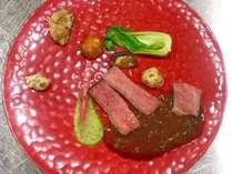 【ある日の肉料理】氷見牛サーロインのロティ 蕗味噌のソース添え。上質な黒毛和牛をどうぞ。