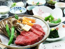 【山形牛】陶板焼きならギュッと閉じ込められた肉の旨味を堪能できます。