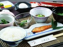 【朝食】地元産の食材をたくさん使用した、元気の出る朝ごはんです。