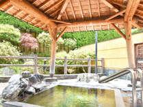 *【露天風呂】露天風呂の周りにも、木々の緑が溢れています。