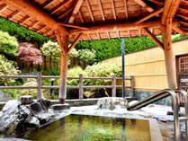 *【露天風呂】】露天風呂の周りにも、木々の緑が溢れています。