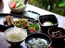 朝はほかほかの和朝食をお召し上がりください(一例)