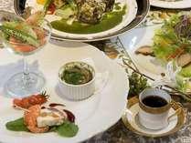 旬の香りの特製ディナー 前菜からデザートまでのコース料理が楽しめます