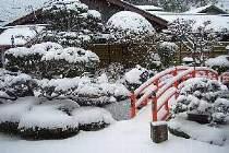 雪景色の庭園