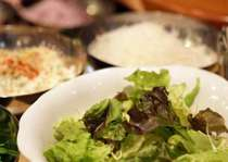 サラダは日替わりで毎日9種類をご用意!ドレッシングも6種類から選べます!