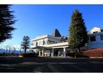 榛名山南麓や浅間山を望むクラブハウスです。