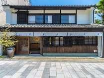 築100年以上の歴史ある伝統的な商家・旧勝端邸をリノベーションした自慢の古民家宿です