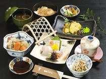 施設内に完備している夕食会場の居酒屋は定食類や一品メニューなど多数揃えております。