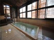 【千年の湯】大理石でできた贅沢な浴槽。