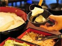 【朝食一例】素朴な味の手作り豆腐。豆腐だれをかけてお召し上がりください。