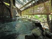 【千年の湯】渓流沿い露天風呂。湯川のせせらぎを聴きながら四季を満喫。
