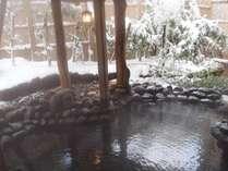 【月取り猿の湯】雪を見ながら入るお風呂は格別です。