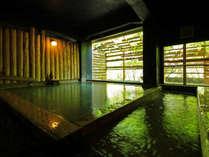 【わたり湯】昔ながらの湯治場をイメージした造りのわたり湯はタイムスリップしたような感覚に。