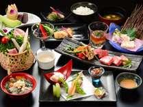 夕食は会席料理スタイルの創作郷土料理膳。