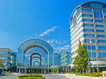 左はあいち健康プラザ本館。右の11階建物が健康宿泊館です。