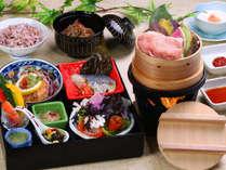 健康だけどおいしくておなかも満足♪厚労省の推薦モデルとなった当館「ヘルシー御膳」です。