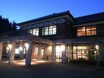 ホテル外観春の夜