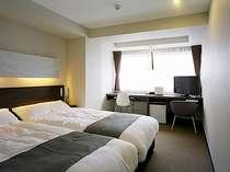 9階ツインルームです。お部屋からは、駿河湾や箱根など眺望がお勧めです。