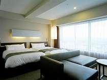 最上階10階ツインルームです。海側のお部屋からは、駿河湾・箱根の山が見えます。