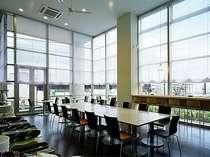 1階レストランです。朝は朝食会場に、夜はイタリアンレストランを営業しております。